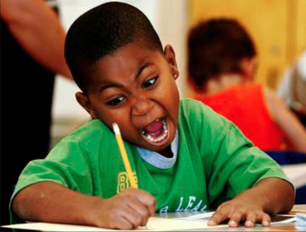 黑人小孩抄作業